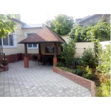 Снять дом с двором у моря в Евпатории, жилье в частном секторе, беседка, барбекю. Цена дома для отдыха летом 2019 от 6000