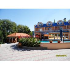 """Отель """"Юлиана"""" - пансионат с бассейном, в курзоне Евпатории 5 мин. к морю. Цена жилья летом 2019 от 3500"""