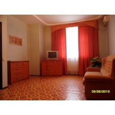 Двухкомнатную квартиру снять в гостевом доме с бассейном в Евпатории, Крым в парке Фрунзе. Цена отдыха 2017 от 2800 рублей.