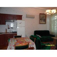 В гостевом доме Теремок у моря трехкомнатная квартира в Евпатории, Крым. Цена отдыха 2017 от 2500 рублей.