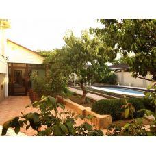 Купить недвижимость — дом с 2 бассейнами в Евпатории - на Южной, 10 сот.,526 м.кв. - цена 40000000 рублей