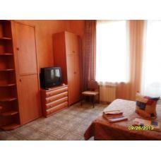Вблизи театра снять двухкомнатную квартиру, частный сектор, в Евпатории, Крым в гостевом доме. Долгосрочная аренда 18000 рублей.