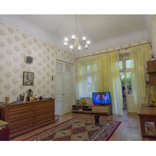 Купить квартиру в Евпатории у моря - 3 ком. в старинном доме