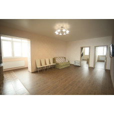 В центре снять просторную 3ком. квартиру в Евпатории в новом доме 95 м. кв.