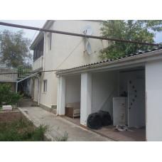 Купить дом в Евпатории с отдельным двором в центре