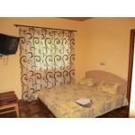 Снять для отдыха жилье в частном секторе Евпатории - две квартиры в центре. Долгосрочная аренда квартир 13000
